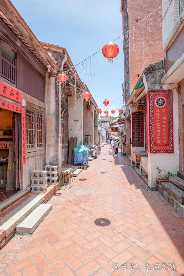 鹿港老街仍保留著清朝時的閩式建築、街廓