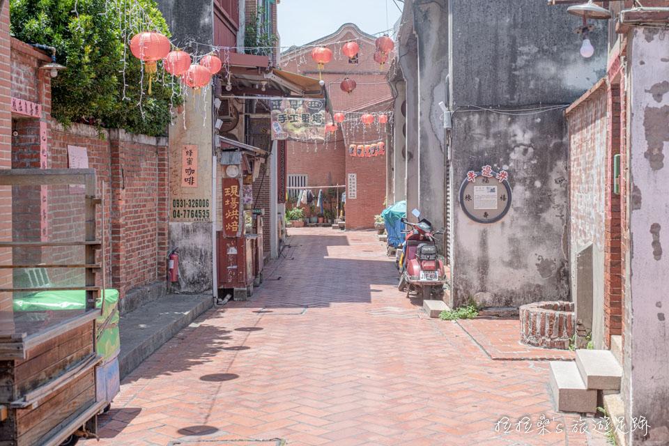 彰化鹿港老街,迷人的紅磚小巷、趣味童玩、傳統小吃,好逛且保存完善的閩式古街區