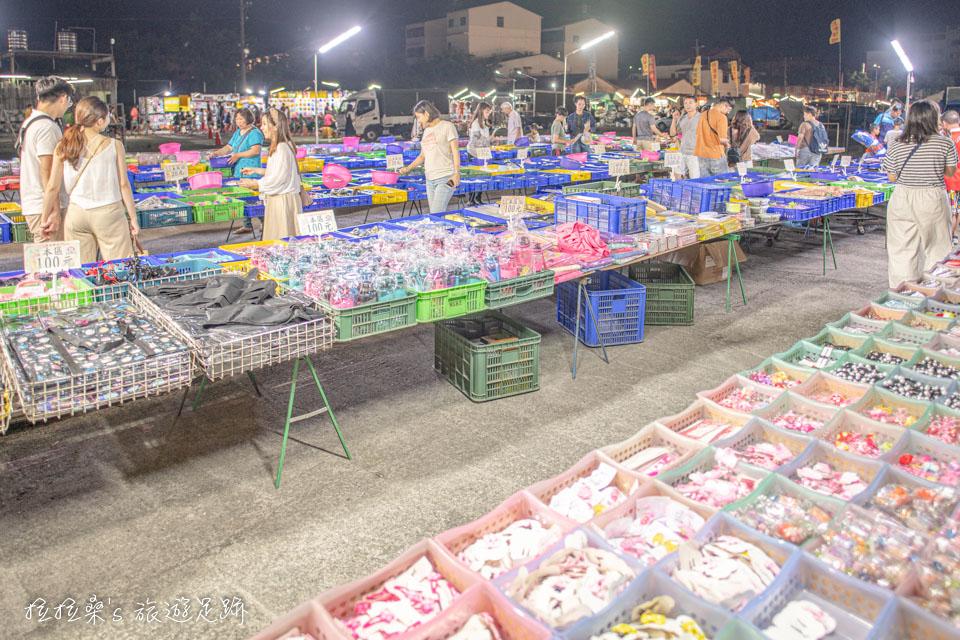 南投埔里城觀光夜市少數幾攤雜貨攤位