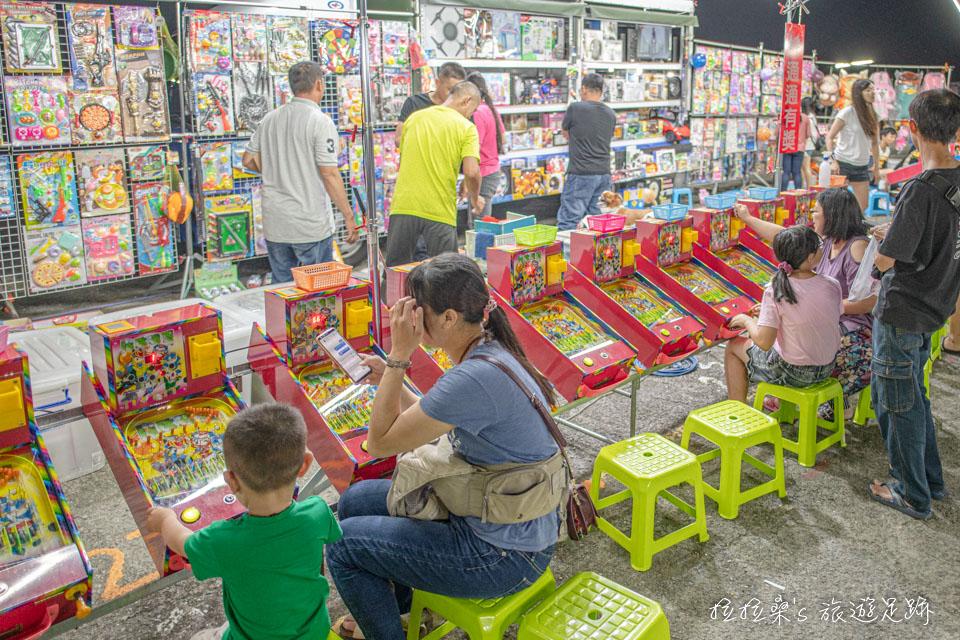 南投埔里城觀光夜市有許多適合小朋友的遊戲攤位
