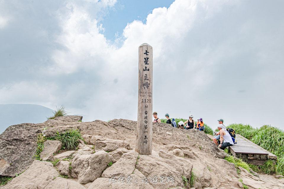 台北七星山主峰、東峰步道,陽明山的最高峰,從小油坑出發就是最輕鬆的登山路線