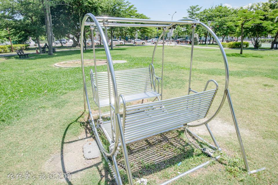 彰化鹿港鎮立兒童公園有著各種小孩愛的遊樂設施
