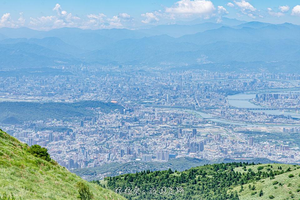 大屯山主峰登山步道上的觀景台景色超美