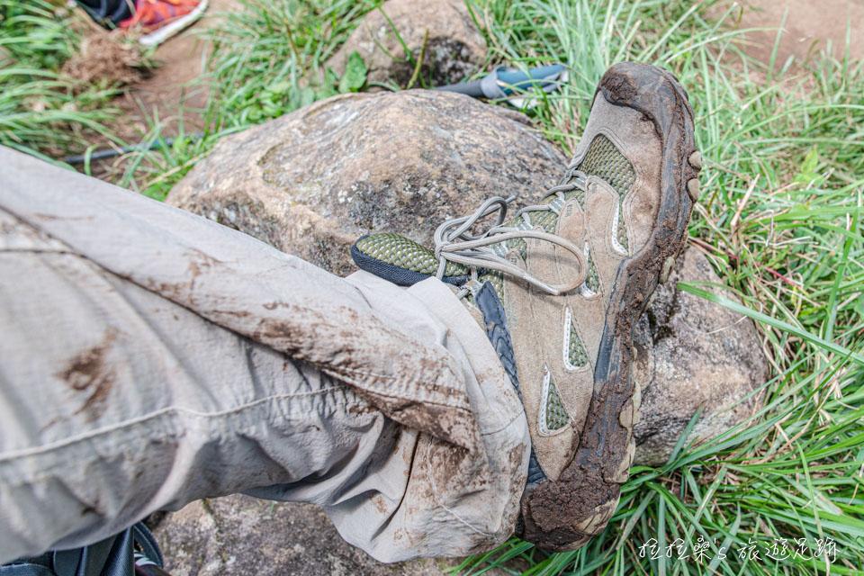 前往大屯西峰的步道在雨後十分泥濘