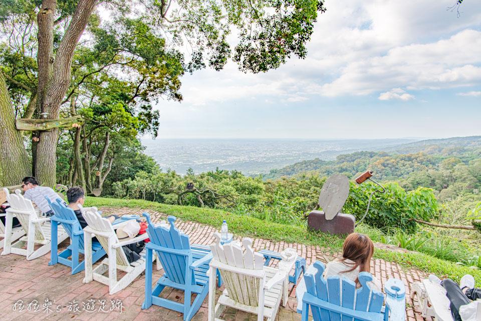 南投星月天空景觀餐廳的躺椅很受歡迎