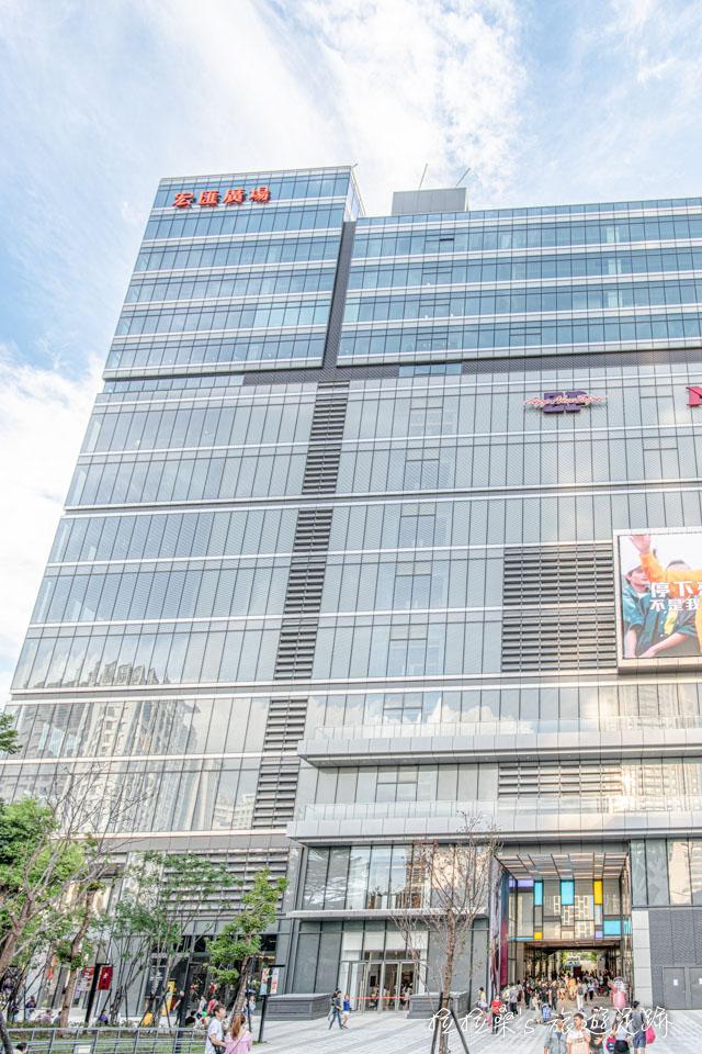 因建築造型的緣故,宏匯廣場1樓一共分成兩個區域