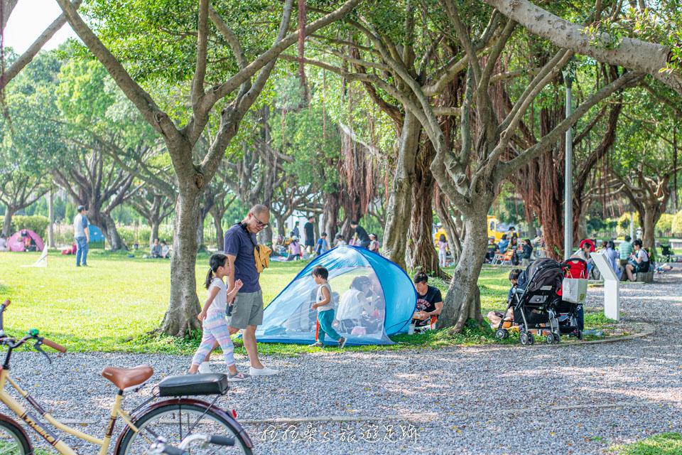 台北花博公園新生園區,童趣花園迷宮、看飛機,假日親子野餐玩樂的綠意公園