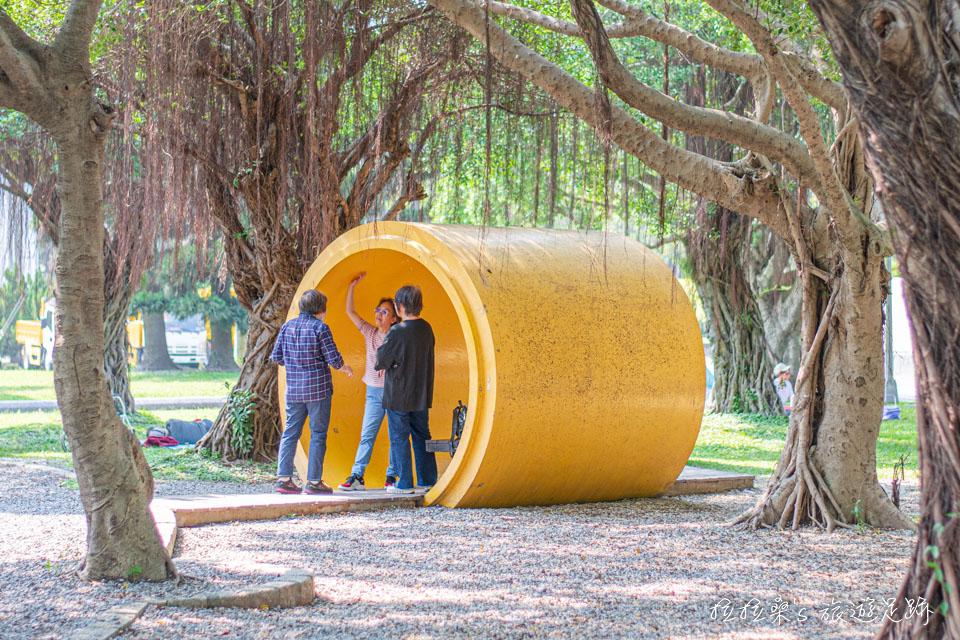 台北花博公園新生園區的各色水管造型涼亭也不錯