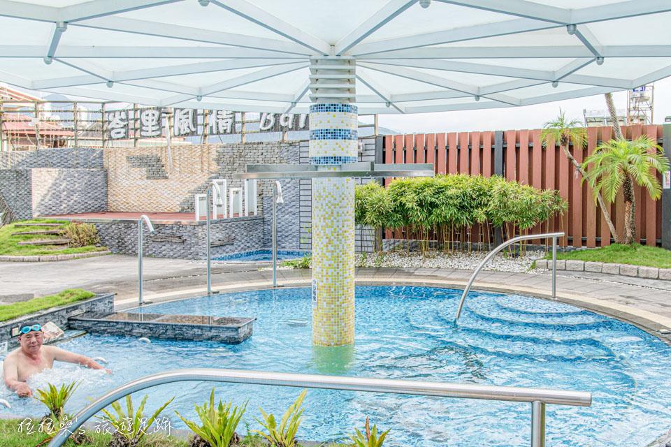 承萬渡假飯店的露天泳池也很漂亮