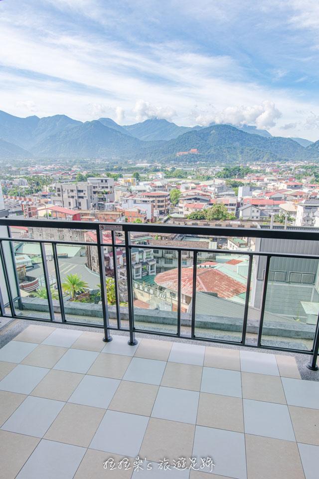 承萬渡假飯店房間裡風景超美的小陽台