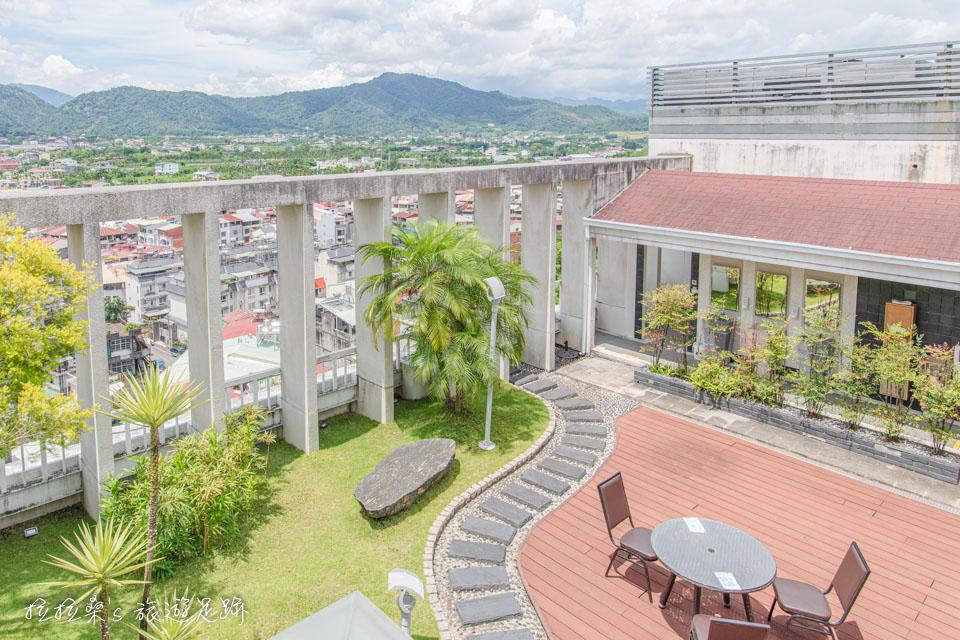 承萬渡假飯店頂樓的空中花園風景超棒