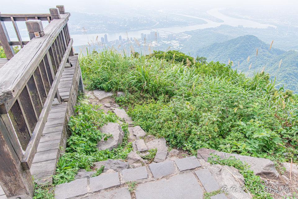 觀音山硬漢嶺觀景平台旁的山徑能通往八里
