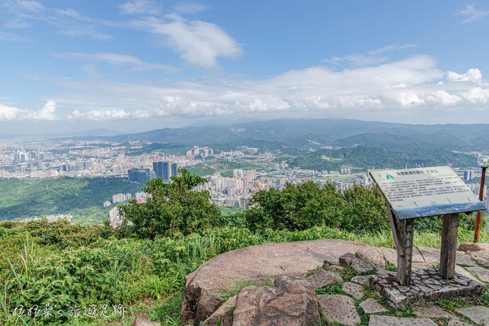 大尖山山頂的涼亭就是最棒的景觀點