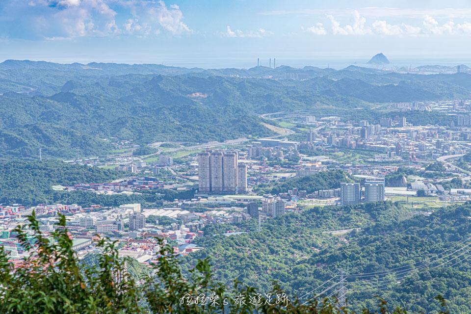 大尖山山頂能夠遠眺基隆嶼