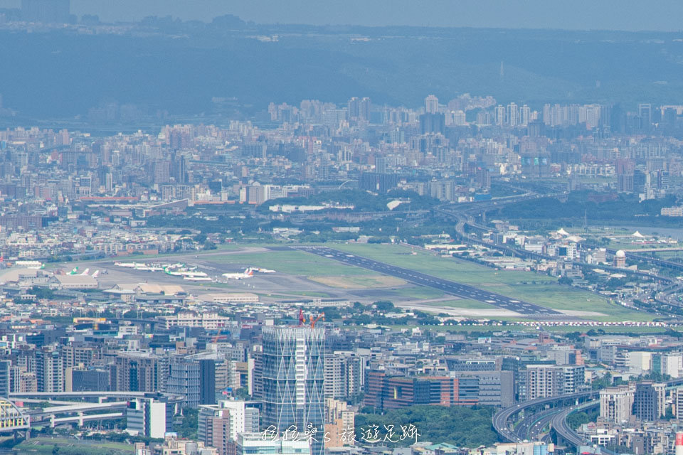 大尖山山頂上還能看到松山機場