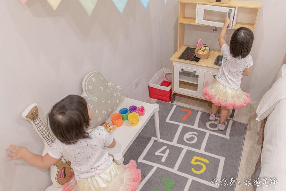 台中葉綠宿旅館的童趣親子房很適合家庭出遊