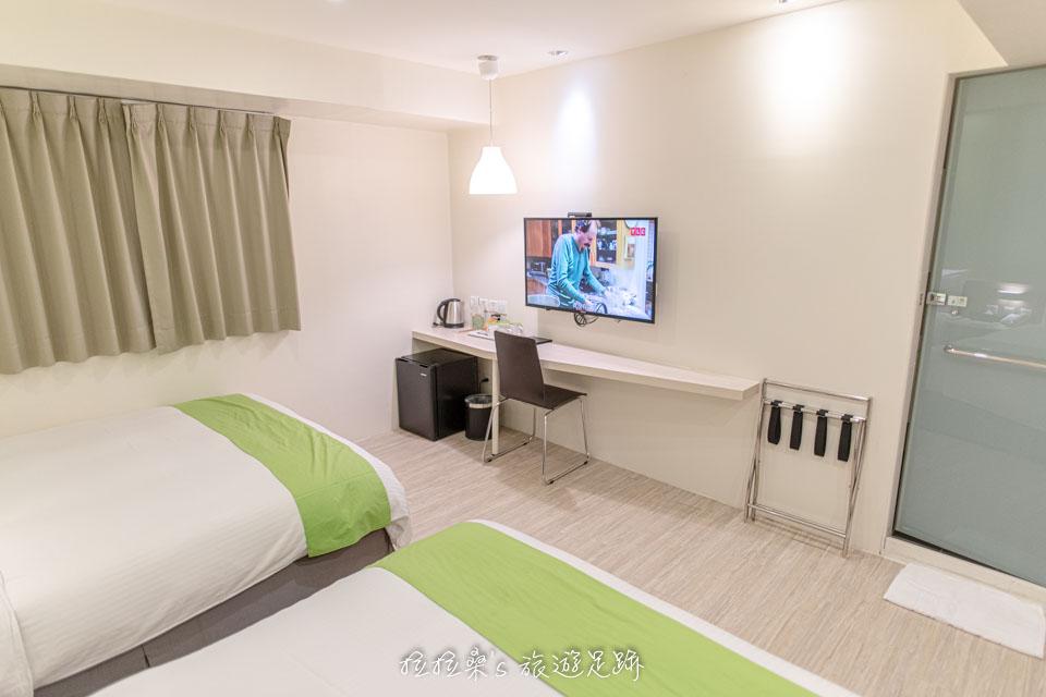 台中葉綠宿旅館的童趣親子房乾淨又寬敞