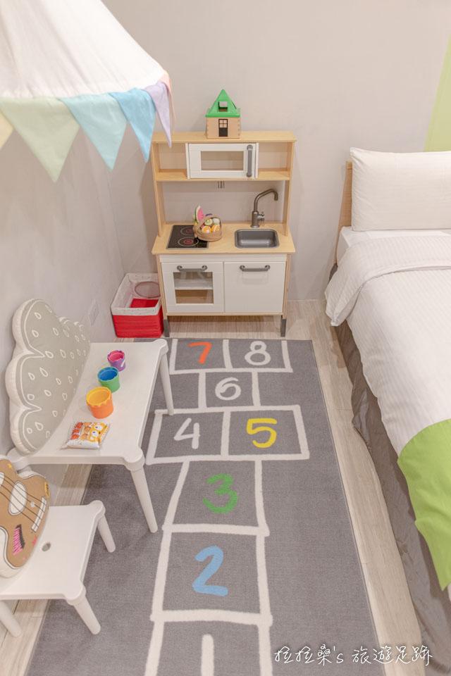 台中葉綠宿旅館童趣親子房的兒童遊戲區