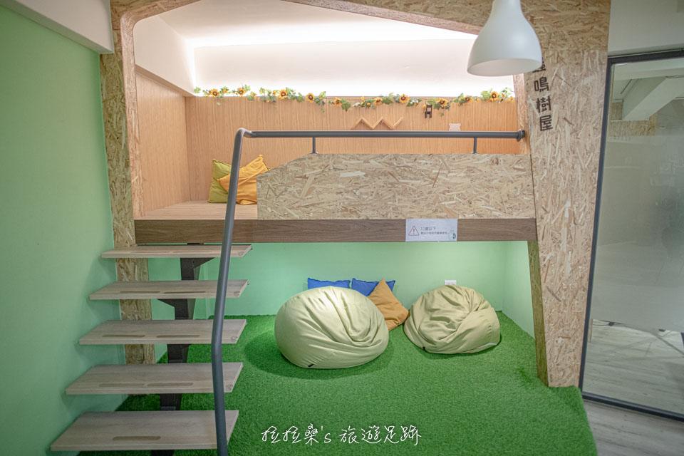 台中葉綠宿旅館B1光合森林交誼廳的蟲鳴樹屋